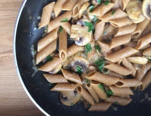 Szybki makaron z pieczarkami – danie w 15 minut